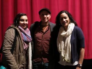 Darío Aguirre posierte auch mit einzelnen Studierenden (hier Mariel Schulz & Teresa Ziegler)