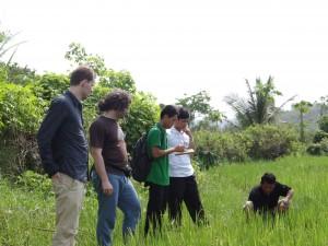 Abbildung 2: Zwei Mitglieder von Mobile4D in Laos.