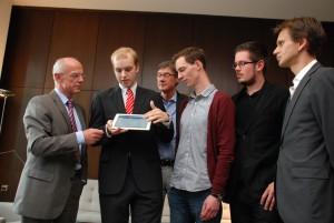 Abbildung 3: Studierende bei der Vorstellung der Internet-Wahlhilfe in der Bremischen Bürgerschaft.