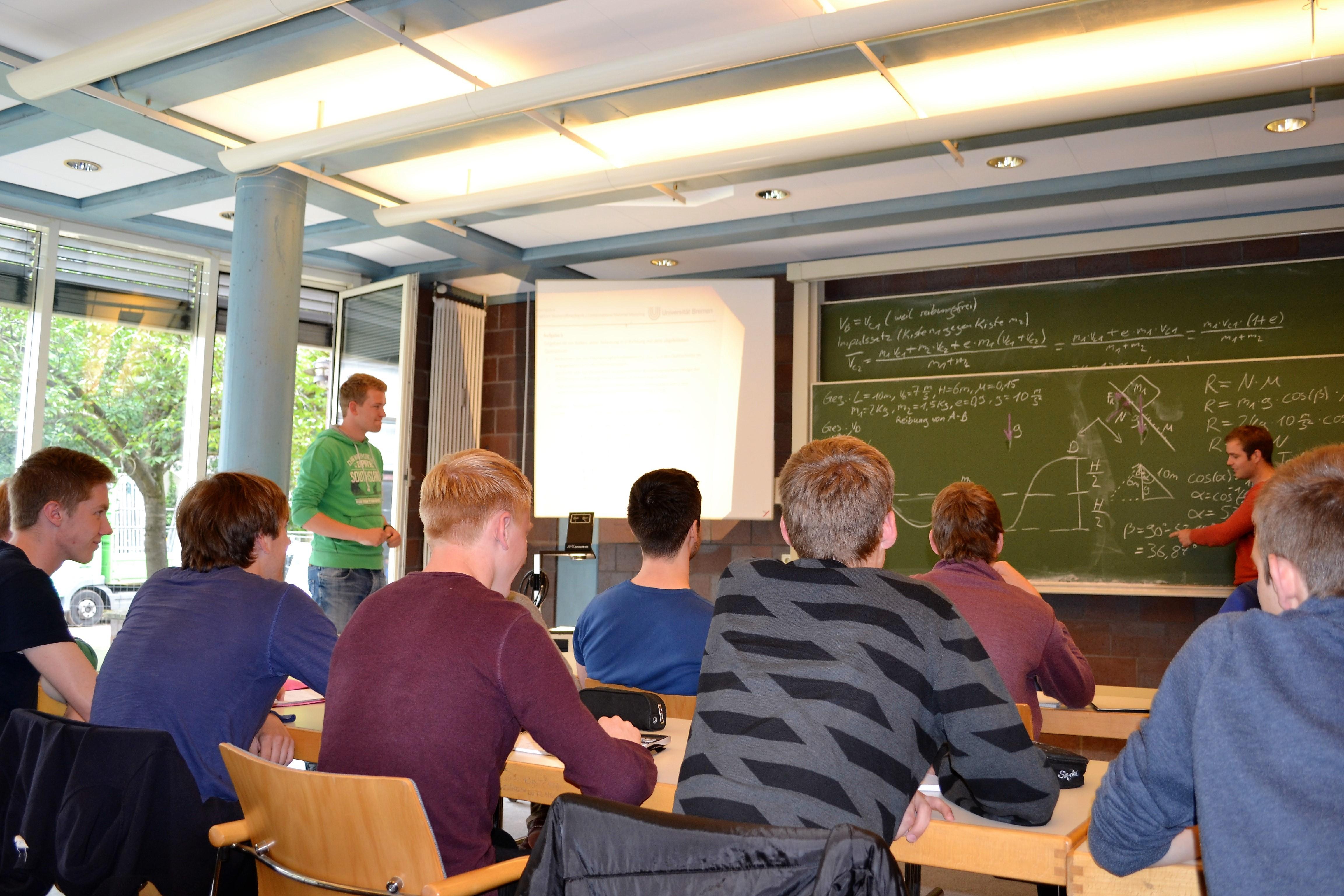 Abbildung 2: Mechanikwiederholung in der zweifachbetreuten Lerngruppe mit Georg und Johannes als Lerngruppenleiter