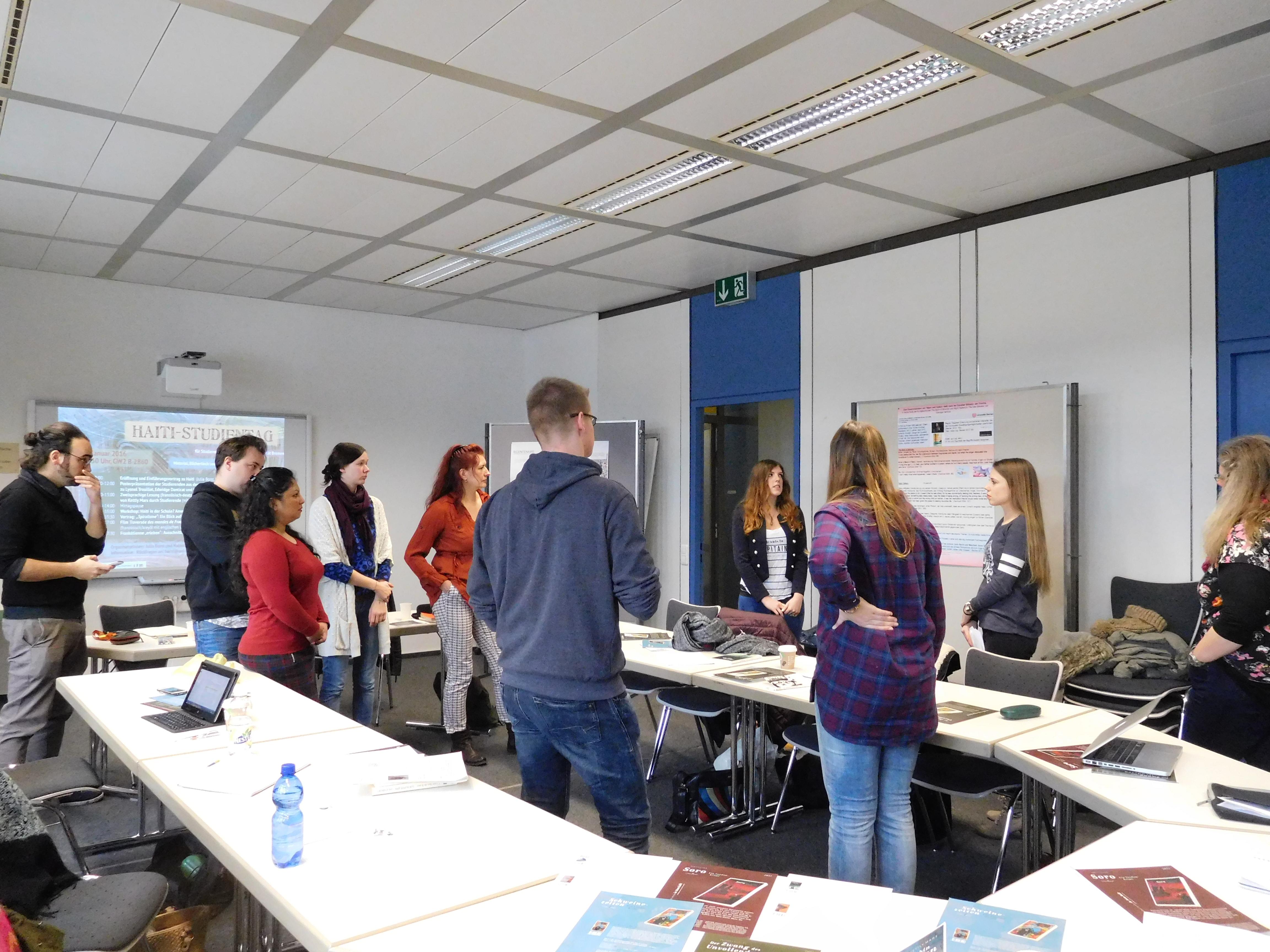 Abbildung 3: Studierende präsentieren ihre Projektarbeiten