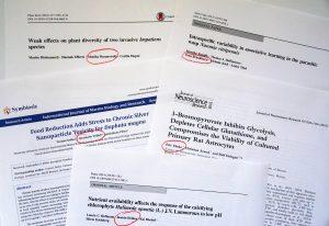 Abbildung 5: Auswahl von Publikationen mit Bachelor-Studierenden. In ihren Abschluss- und Projektarbeiten liefern die Studierenden häufig wesentliche wissenschaftliche Beiträge, die durch Erstoder Koautorenschaften in Publikationen gewürdigt werden. Die Namen der beteiligten Bachelor-Studierenden sind rot umrandet.