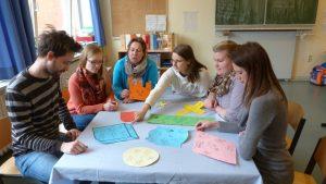 Abbildung 7: Studierende-Lehrkraft-Team bei der Arbeit