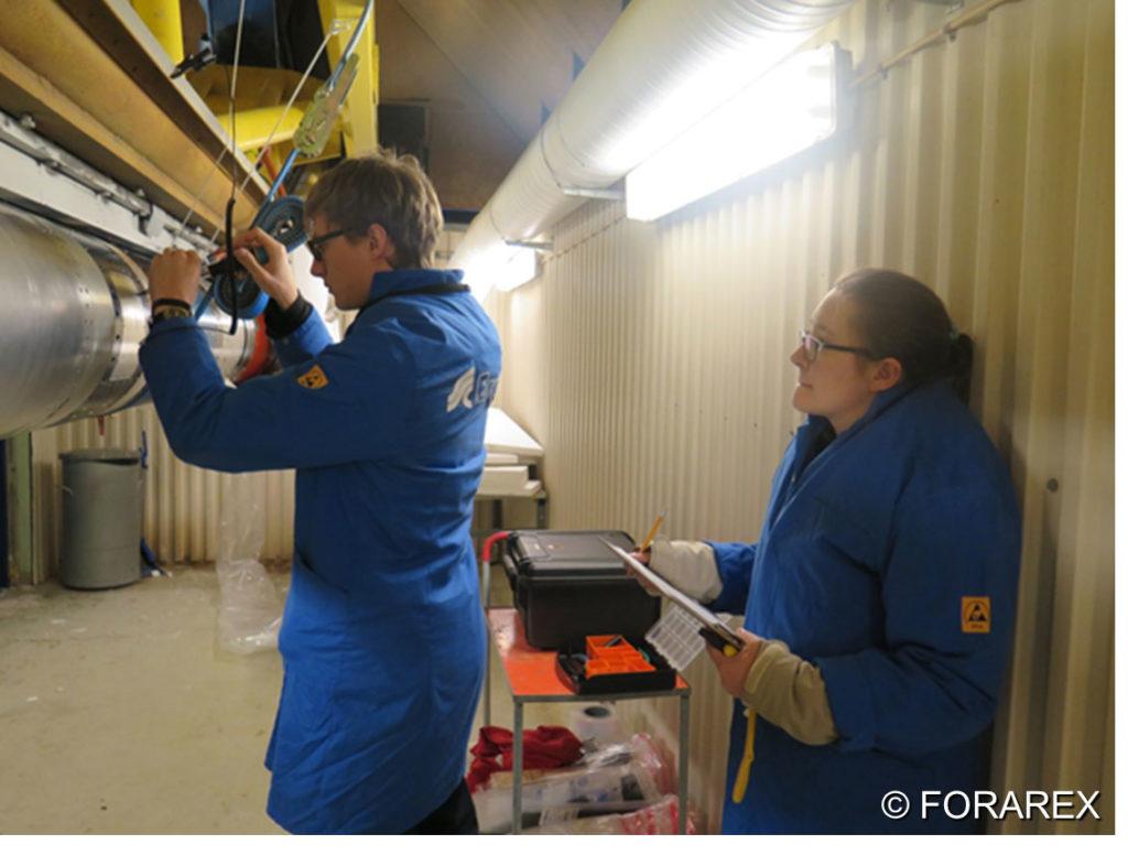 Gut geschützt setzten wir das Experimentmodul in die Forschungsrakete ein. © FORAREX